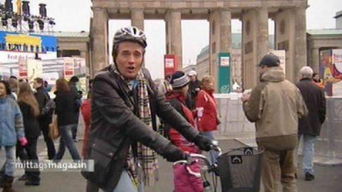Gut gekühlt: Wir landen wieder am Brandenburger Tor, wo unsere Fahrrad-Tour begann. Inzwischen können Fahrrad-Fahrer den kompletten Eisernen Vorhang zwischen Finnland und dem Schwarzen Meer abradeln - über 7000 Kilometer.