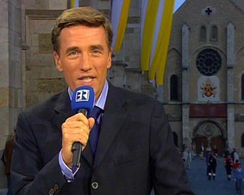 Wir starten: Die Sendung beginnt, der Hubschrauber des Papstes ist im Anflug.