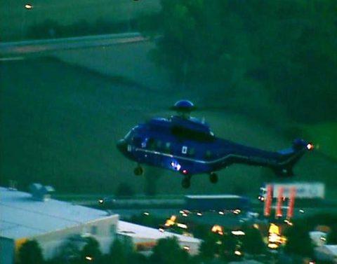 Premiere: Zum ersten Mal fliegt ein Fernseh-Hubschrauber parallel zur Papstmaschine.