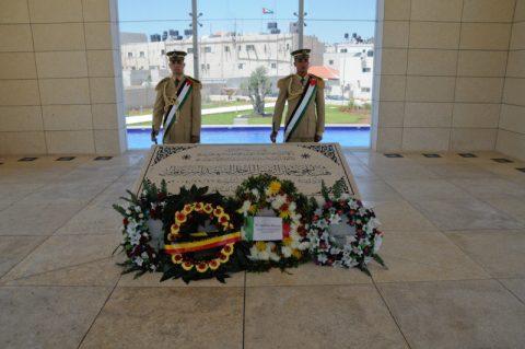 Raum der Stille: Zwei Soldaten bewachen das Grabmal Arafats.