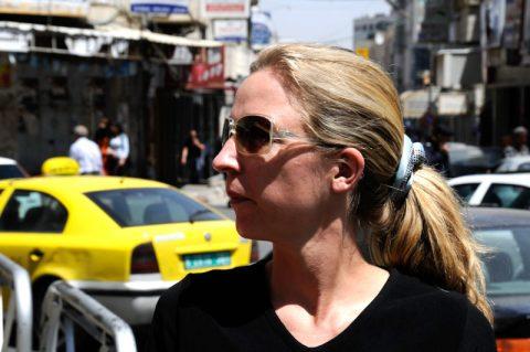 Anja orientiert sich im Herzen von Ramallah...