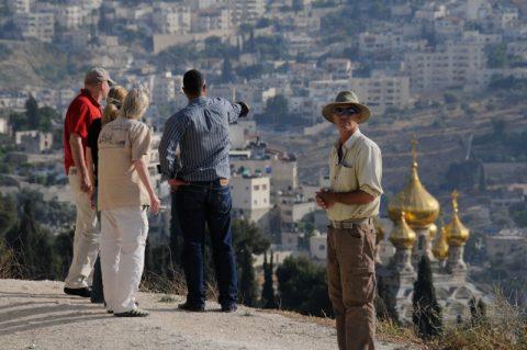 Kirchen-Gemeinschaft: Das Mima-Team schaut auf die orthodoxe Basilika in Jerusalem.