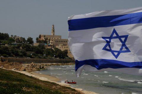 Das ist Israel! Der arabische Stadtteil - und israelische Flagge. Und beides gehört hier zusammen.