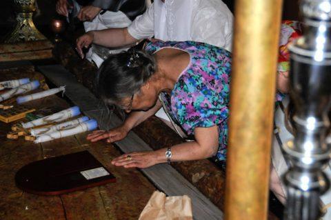 Salbungsstein: Tausende Gläubige berühren den Stein, auf dem der Leichnam Jesu für die Bestattung vorbereitet wurde.