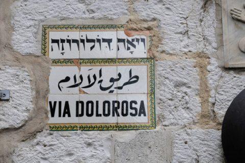 Der Leidensweg: Die Via Dolorosa - die Straße zur Hinrichtungsstätte am Hügel Golgota. Diesen Weg hat Jesus nach der Überlieferung zurückgelegt - und musste sein Kreuz auf weiten Strecken selbst tragen.