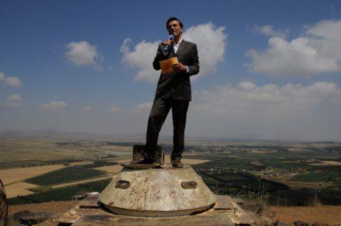 Exponierte Position: Moderation auf einem alten Bunkerkopf. Eigentlich stehen wir hier auf syrischem Boden. Doch Israel hat die Golanhöhen in harten Kämpfen vor 40 Jahren erobert und vor gut 20 Jahren zu seiner Landkarte hinzugefügt.