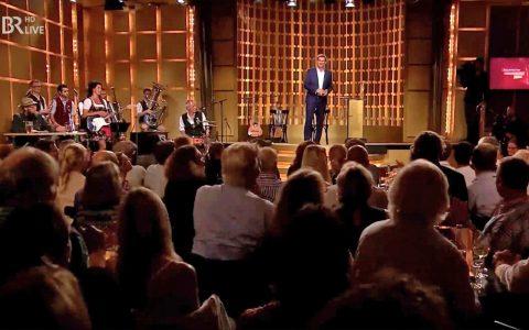 Volle Bude im Lustspielhaus in Schwabing: Zum ersten Mal geht der Bayerische Kabarettpreis live über die Bühne!