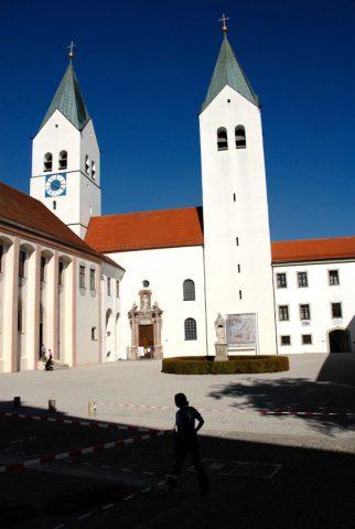 Respektvoller Ort: Auf dem Domberg zu Freising herrscht eine Ruhe, die man nirgendwo in Bayern findet. Unglaublich schön, finden wir.