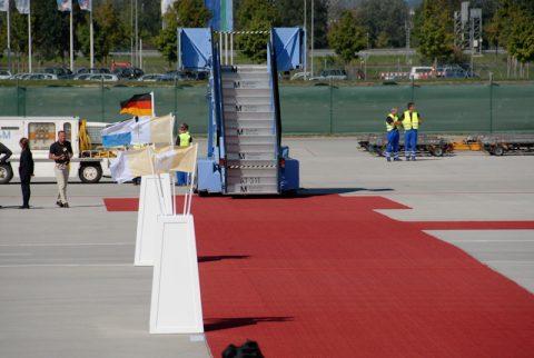 Roter Teppich: Alles steht und liegt bereit für den hohen Besuch.