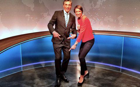 Nach der Sendung noch ein Beweisfoto: Sophie von Puttkamer richtet den Blick auf Stefans linke Schuhe...